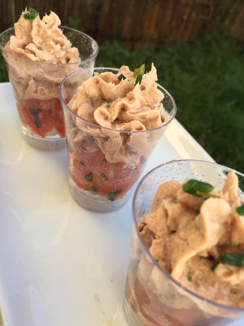 Verrines salées Mousse de thon tomates marinées