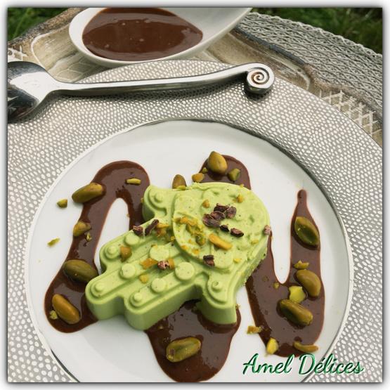 Pana cotta pistache et sa sauce chocolat